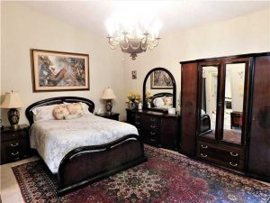 561 Via Verona Master Bed
